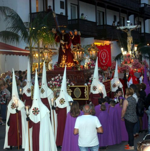 Tenerife Easter penitence parade with Ku Klux Klan?
