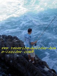 Tenerife fishing at dangerous spot.