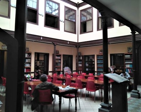 Tenerife library Orotava atrium for learning since century XX, while previously owned by Count Conde del Valle Salazar and by the wealthy brothers Bucaille before