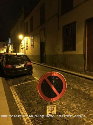 Tenerife parking and yellow lines in La Orotava