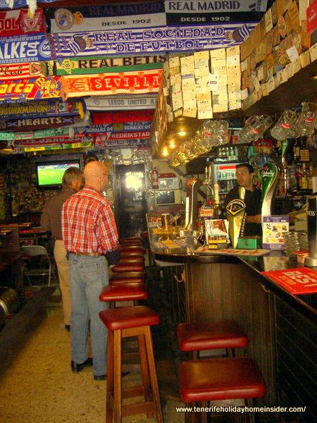 Tenerife sports bars Behive Pub 1 in Calle Hoya, 25 of the Puerto de la Cruz pedestrian hub.