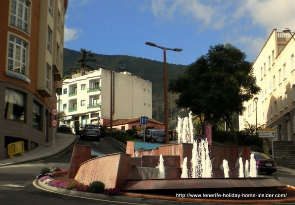 Traffic circle by the Ayuntamiento with  water fountain where Avenida Tres de Mayo and Avenida de Canarias meet.