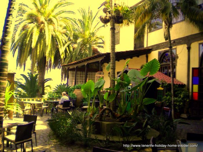 Two nooks of several Tenerife bars of all sorts called Cafe Grimaldi of Casa de Lercaro of La Orotava.