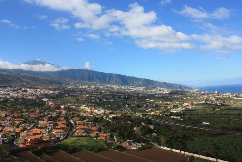Valley of La Orotava with both Teide and sea views.