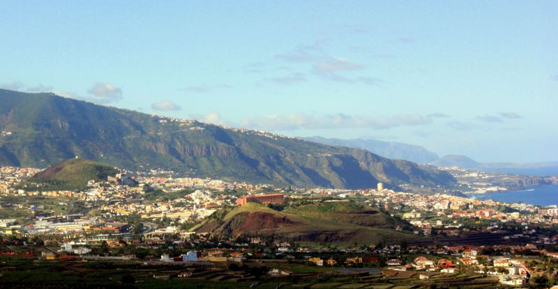 Volcanic cones La Montaneta del Fraile and that of Las Arenas of the Orotava Valley.