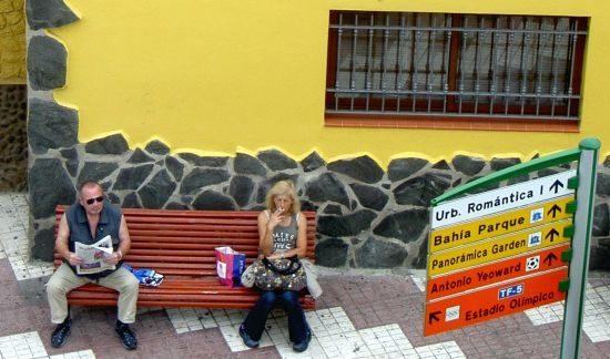 Waiting for the bus in village Toscal Longuera