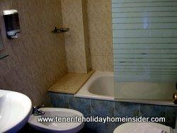 Airport hotel bath at San Isidro