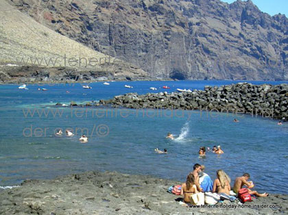 Punta de Teno with swimmers who dive and snorkel.