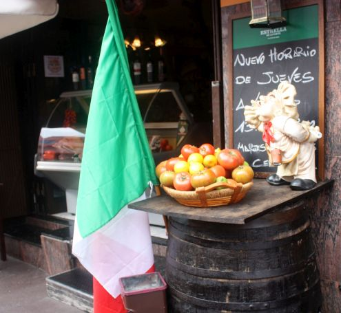 Business promotion by doorstep of Los Realejos Italian Restaurant Pomodoro Y Basilico.