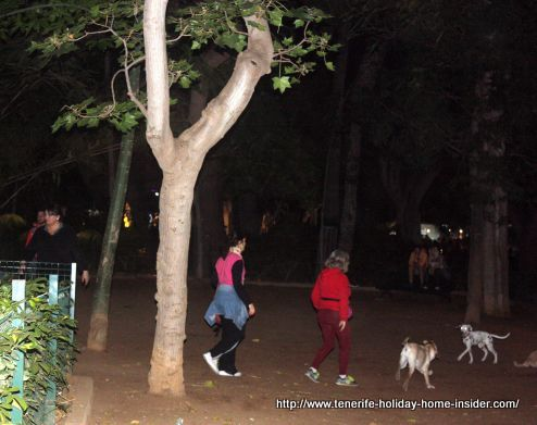 A full moon Plenilunio on April 23,2016 with dogs at Parque Garcia Sanabria