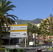 Plaza Mencey Bencomo with important billboards to help you getting around