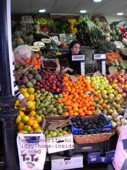 Pyramid display scheme for market produce