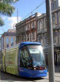 A Tenerife tram a Tranvia just before Plaza Wheyler.