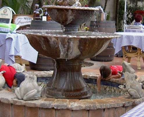 Things to do in Tenerife for toddlers at Meson Monasterio pond with water at Cafe el Mirador. Little is more attractive for that age group than a fountain.